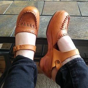 Vintage Town Flair Strap Heels Leather & Wood 8